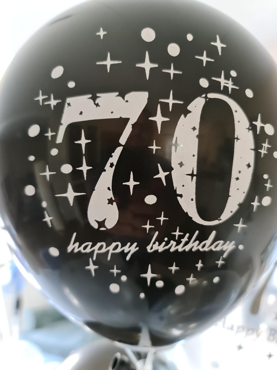 70 Jahr und kein graues Haar!